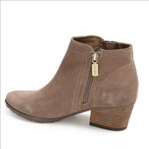 BLONDO - Valli Waterproof Suede Bootie 8.5